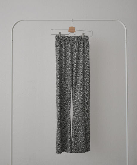 bottoms-02100 シェブロンパターン スリットフレアパンツ