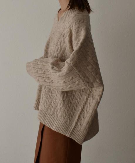 knit-02095 ケーブル柄Vネックニット