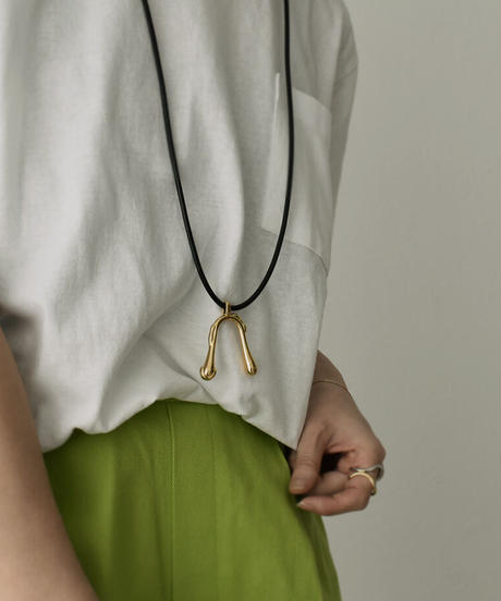 mb-necklace2-02050 Drooping レザーコードネックレス ゴールド