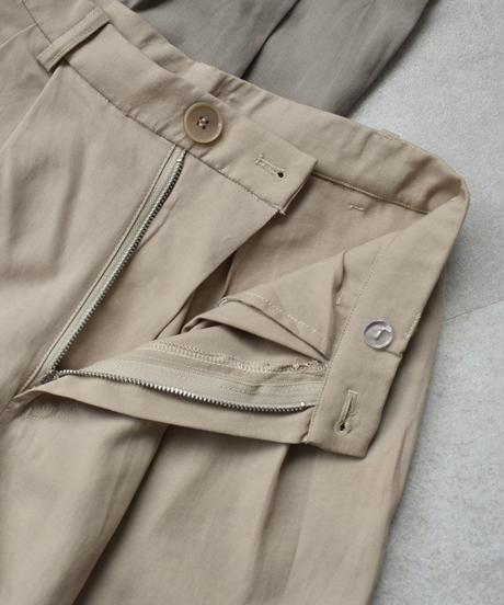 bottoms-02036 タック入りテーパード パンツ ライトベージュ ライトカーキ