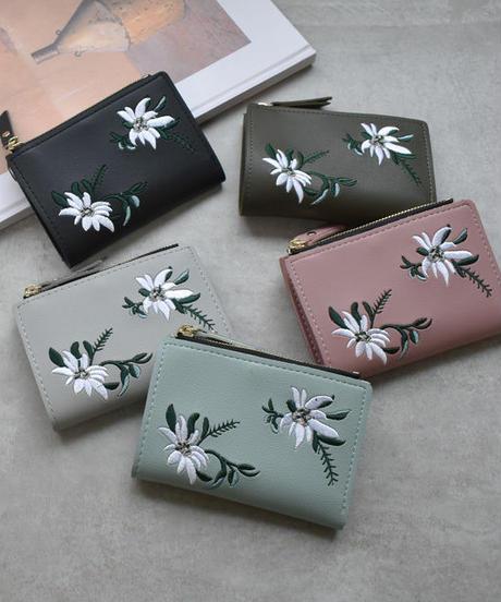 wallet-02071 フラワー刺繍 二つ折り財布 小銭入れ付き