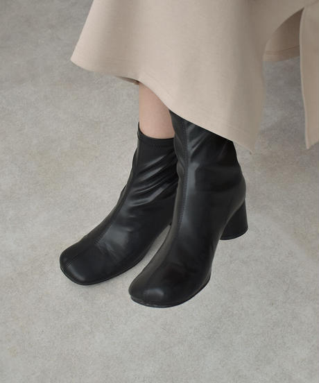 shoes-02139 ラウンドヒール センターシームショートブーツ エクリュ モカベージュ ブラック