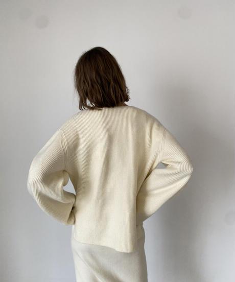 Deep vneck knit pull over