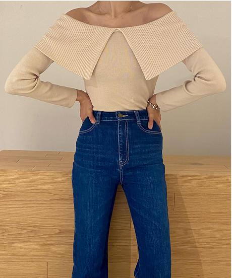 Big collar off shoulder knit