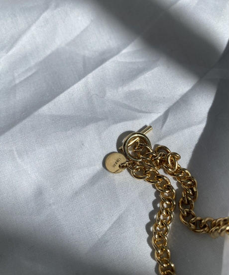 middle chain neckless