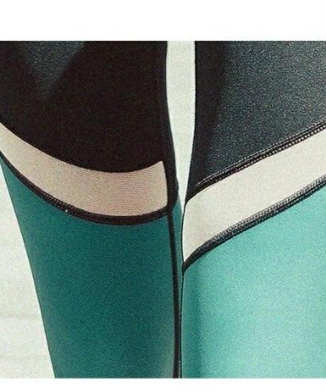 ヨガ/ランニング等スポーツウェア/緑がアクセントの黒スパッツ