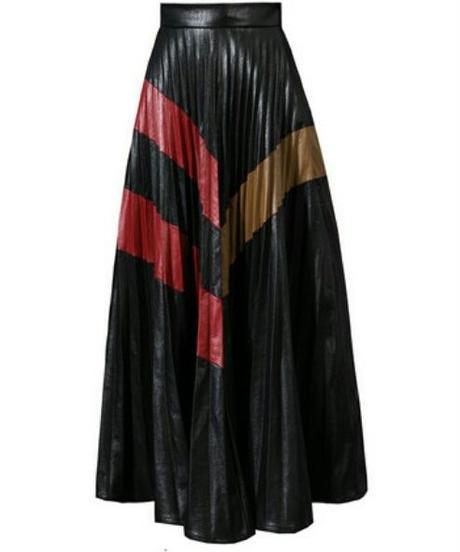 フェイクレザーで貫禄/プリーツロングフレアスカート