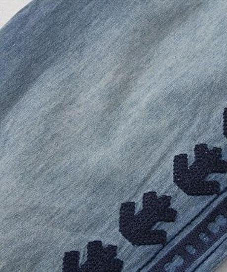 美脚効果サイド刺繍スリットデニムジーンズ