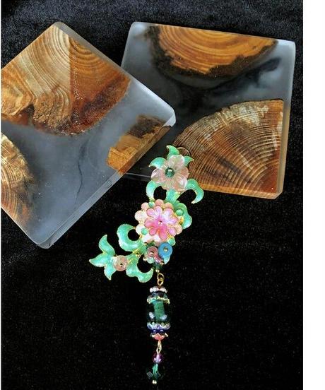 アシンメトリーオーバーサイズ花モチーフのチェーンロングピアス
