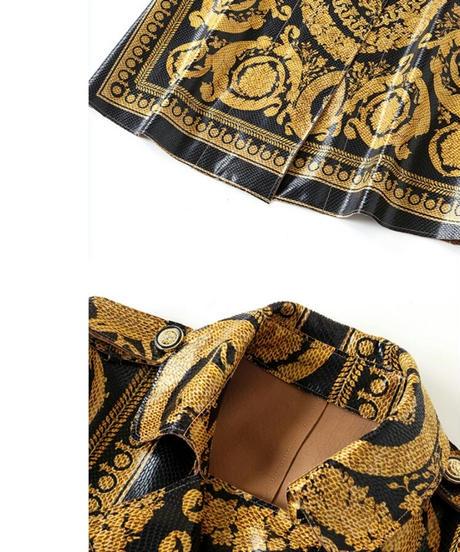 貫禄コーデフェイクレザーヘビ革風黄色プリントロングトレンチコート