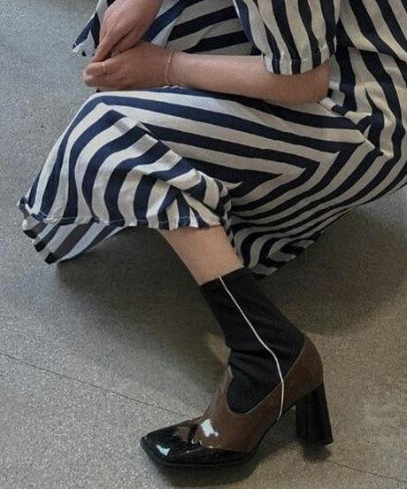 エナメルレザー異素材ミックスでコントラストスクエアトゥ/ソックスブーツ