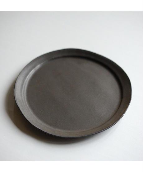 馬場勝文 / リム細8寸皿 - 黒釉