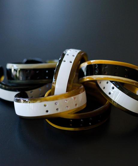 horn bangle 03 - 8 holes - white - medium size