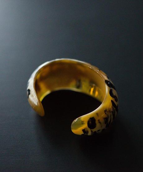 horn bangle 06 - round tiger pattern