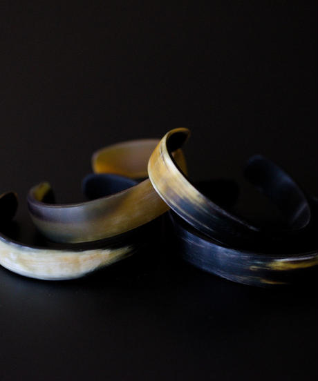 Part.2 / horn bangle 01 - matt texture - medium size