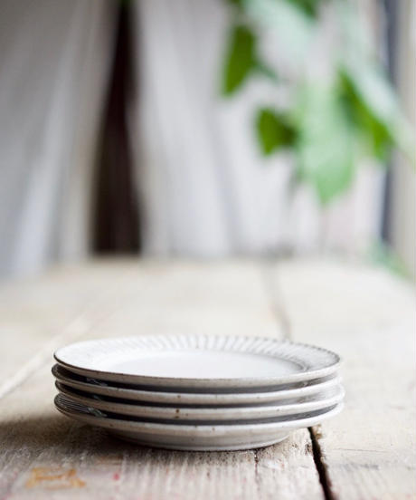 藤山窯 / 5.5寸リム皿 - ココア  -   鎬(細)