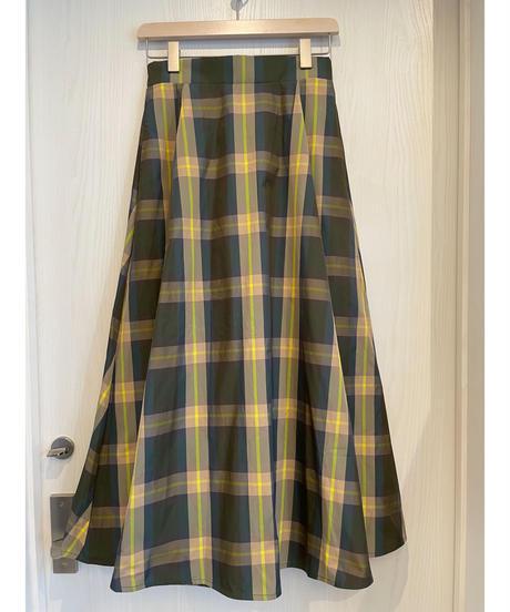 大人可愛いチェック柄スカート