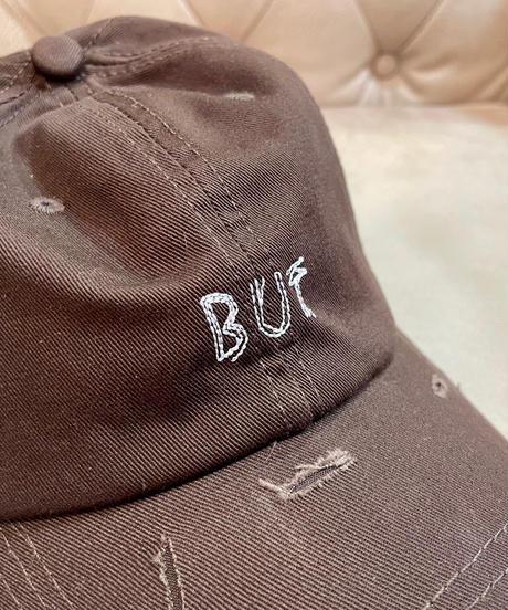 「BUT」刺繍ダメージ加工キャップ ブラウン