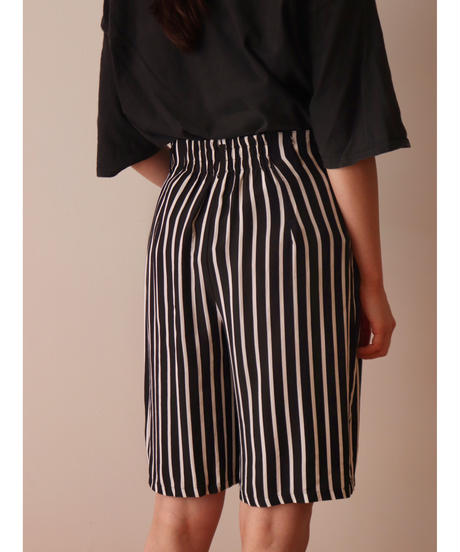 Stripe pattern rayon short pants