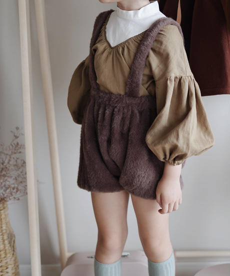 Faux fur suspender shorts with pompom (Burgundy)