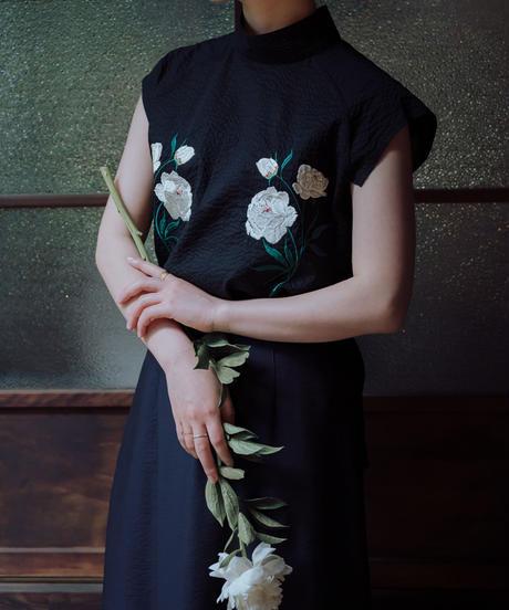 〈先行予約〉花を着るブラウス【芍薬】-black-