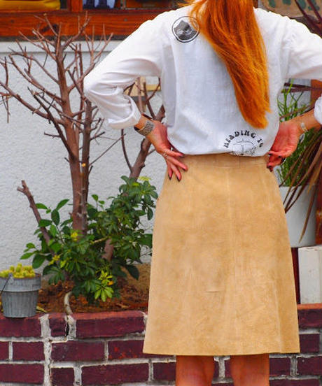 """""""RUMBLE RED"""" Suede Button Down Skirt(Beige)"""