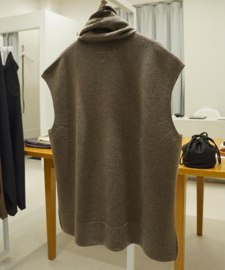 beta post neck towel vest