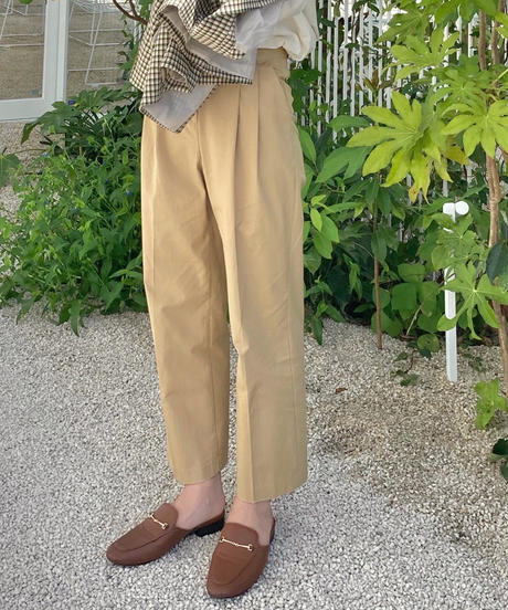 two tuck straight chino pants (new color)