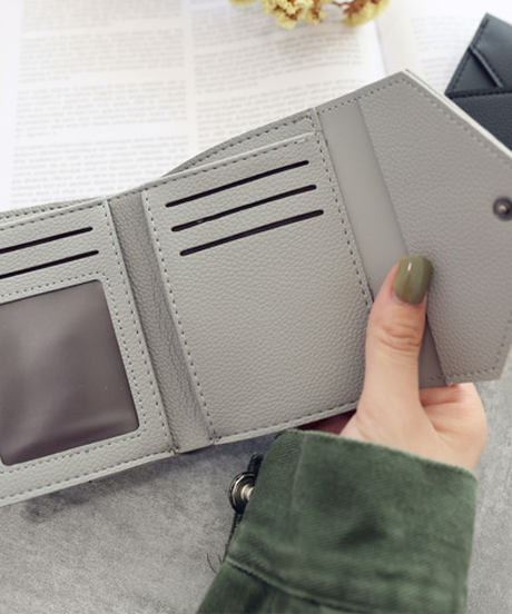 手のひらサイズのミニ財布  お札と小銭を仕分け可能 名入れ刻印01