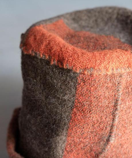 ねじり帽子 ヒマラヤウール つづら織り チャコール×朱 D–F 8200O