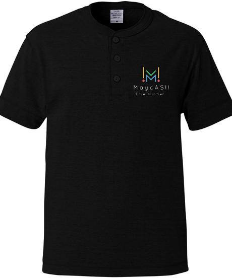 【MUGAデザインシリーズ②ブラック】ヘンリーネックTシャツ|5004-01