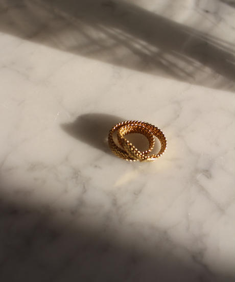W Chain Gold Ring