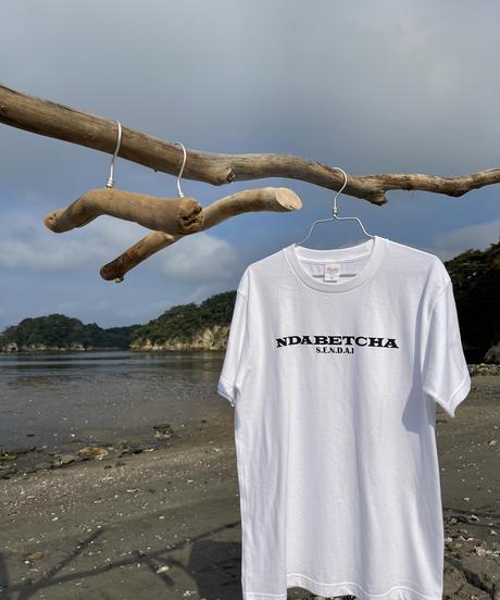 NDABETCHA  Tシャツ(ホワイト)