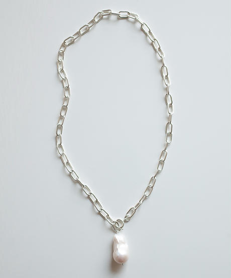 atur | Theater necklace