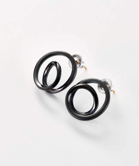 MASANA | encounter pierced earrings (black)
