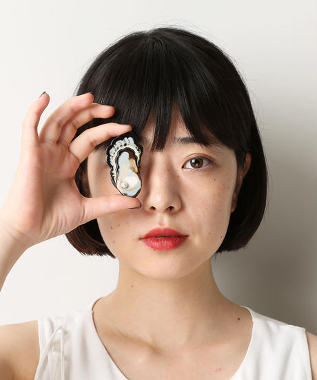 arie:chroma | oyster brooch L with pearl