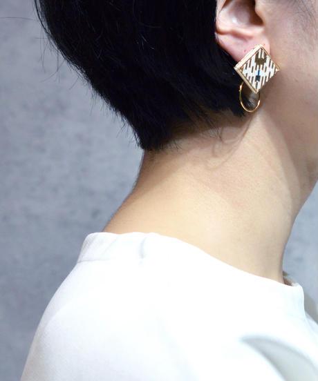 RITUAL | Square Hoop I earring | white