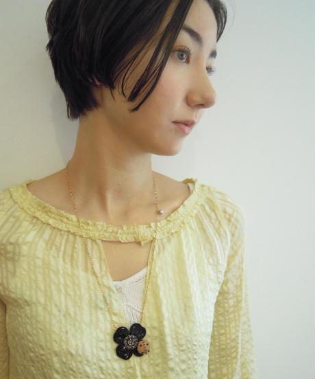 kaori shimomura | necklce&brooch Cornouiller black×pink