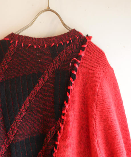 """彼女が忘れていった口紅"" Rouge she forgot, reconstructed from red knit vintages"