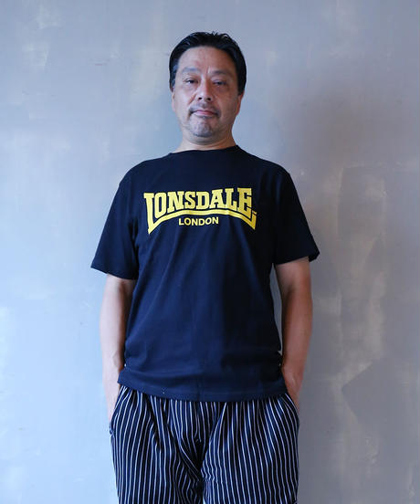 LONSDALE FLOCKY PRINT T-SHIRT(53 CHACOALE)