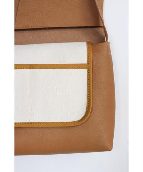 ac-20C4   camel letter bag