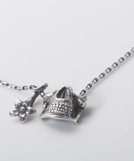 Statice Skull Necklace