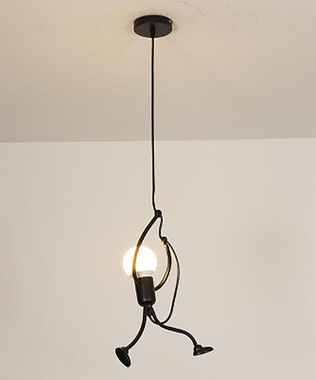 現代の魅力的なぶら下げシャンデリアクリエイティブアイアン人ランプエレガントハンガー照明器具調節可能