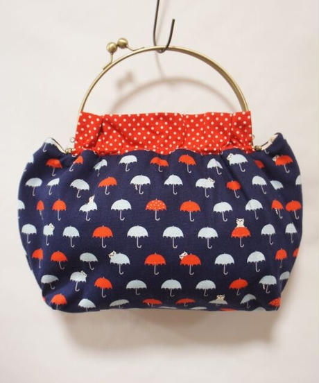 【口金バッグ】傘と猫