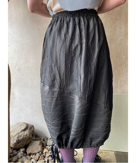 ポリ葉脈柄変形絞りスカート
