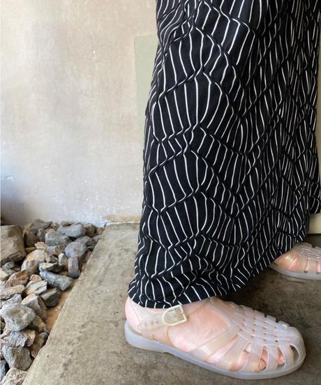 黒白ボコボコロングスカート