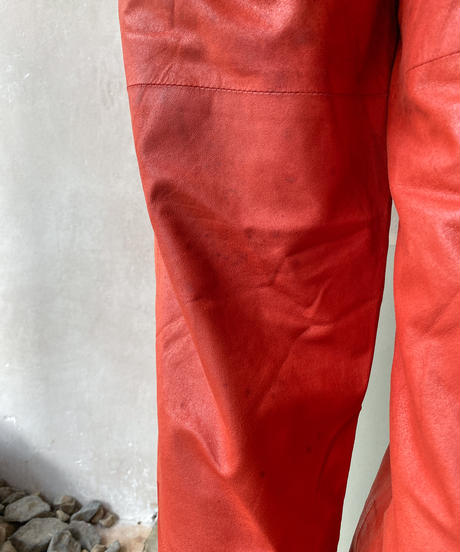 赤レザーパンツ