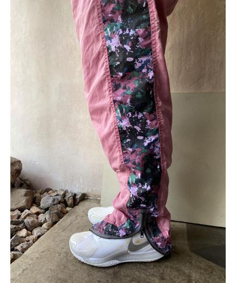 くすみピンクサイド柄ナイロンパンツ