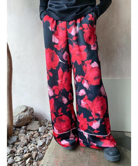黒赤花柄ピンクパイピングパジャマパンツ