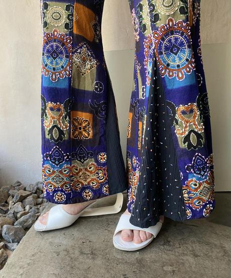 パープル総柄ビーズ刺繍フレアパンツ